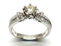 Anillo de oro y diamantes AN121588
