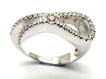 Anillo de oro y diamantes AN148100