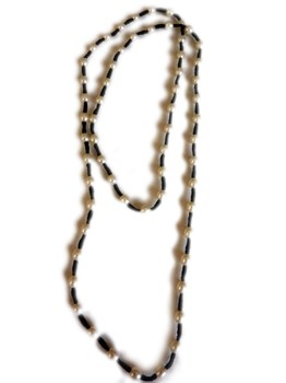 Collar largo elástico con perlas de rio