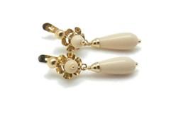 Pendientes de oro con perlas y lagrima marfil