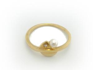 anillo de oro amarillo con diamante y perla
