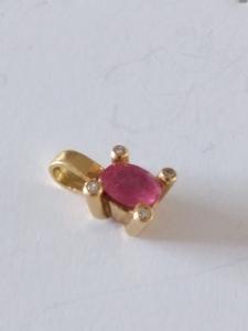 Colgante Rubí y Diamantes en Oro 18k