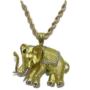 Collar con Elefante de oro amarillo de 18k con 0.32cts de diamantes y piedras preciosas  Never say never