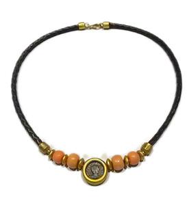 Collar de oro,coral japones y cuero