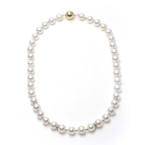 Collar perlas cultivadas 9,5-10,5mm, entrepiezas diamantes 0.15 ct en oro 18 kt Cresber