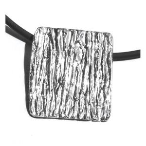 Colgante en plata de la colección Texturas. 4 X 3,5 cm FP C28-P Fili Plaza