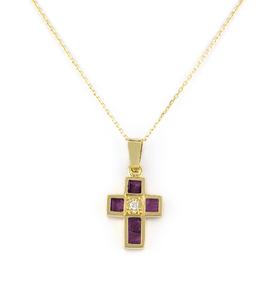 Gargantilla con Collar en forma de cruz realizado en oro amarillo de 750 milésimas (18kt) con un diamante central talla de brillante de 0,02 kts en total y 5 rubíes talla carré de 0,80 kts en total