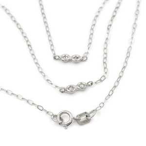 Collar Gargantilla oval realizada en oro blanco de 750 milésimas (18kt) con 10 diamantes talla de brillante de 0,20 kts en total engastados en chatones de oro blanco, con cierre de mosquetón, longitud de la cadena 45 cm