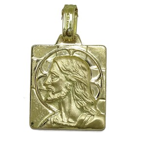Medalla Cristo de oro amarillo de 18kts mate y brillo ideal comunión de 2.00cm de alta por 1.80cm de Never say never