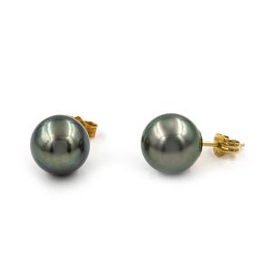 Par de pendientes realizados en oro amarillo de 750 milésimas (18 kt) con perlas cultivadas de Tahití de 10.5 mm