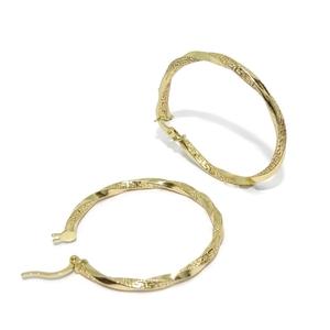 Pendientes aros de oro amarillo de 18k, finos y ligeros, enroscados y con la greca de moda. 2mm  Never say never