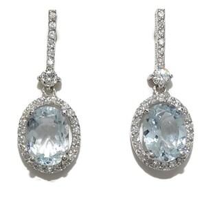 pendientes con 0.40cts de diamantes talla brillante y 2 aguas marinas finas talla oval de 2.52cts Never say never