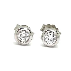 Pendientes de oro blanco de 18Ktes y 0.30cts de diamantes talla brillante. presión Never say never