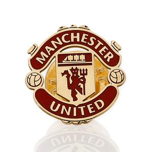 Pin con motivo del Manchester United realizado en oro amarillo de 750 milésimas (18kt) con esmalte de los colores del equipo