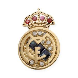 Pin de oro amarillo y diamantes del Real Madrid cómo el que dan por cumplir los 60 años de socio