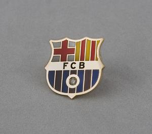 Pin del Futbol Club Barcelona de oro amarillo con incrustación de 1 Diamantes talla de brillantes de 0,03 kts en total.