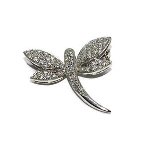 Precioso Broche con Forma de libélula de Oro Blanco de 18k y 0.37cts de Diamantes.  Never say never
