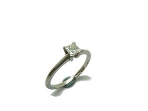 ANILLO Solitario platino y diamante Princesa