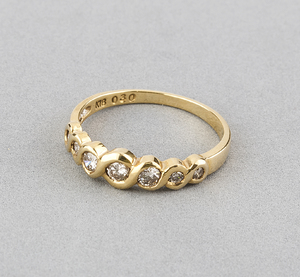 Sortija de oro amarillo con 7 Diamantes talla de brillantes de 0,30 kts totales, talla del anillo 14 (ES)