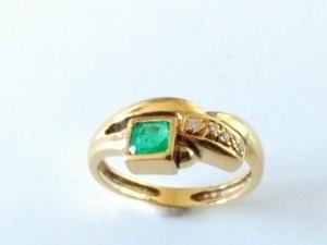 Sortija Esmeralda y Diamantes en Oro 18 kilates