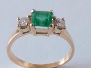 Sortija Esmeralda y Diamantes Oro 18k
