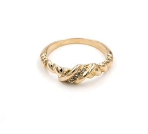 Sortija realizada en oro amarillo de 750 milésimas (18kt) con 5 diamantes talla brillante  2/05/0223