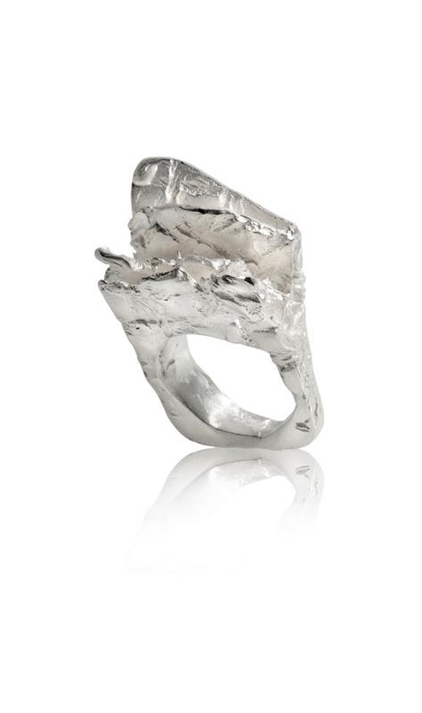 Anillo en plata de la colección Arpillera. Medida contorno anillo nº10 FP A49-P Fili Plaza