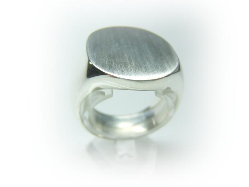 0a910f62fc0b Anillo plata tipo sello forma oval. Cargando zoom