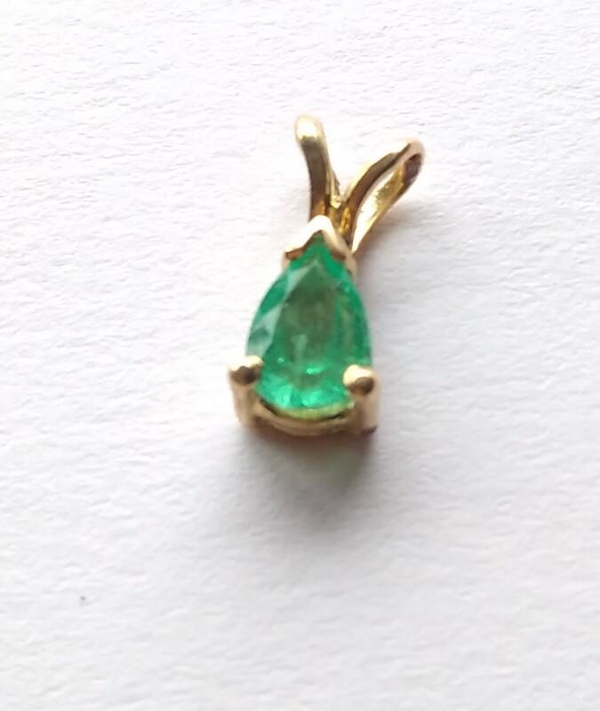 Colgante de Esmeralda y Oro 18 k