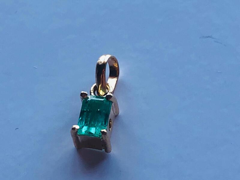Colgante Esmeralda y Oro 18k
