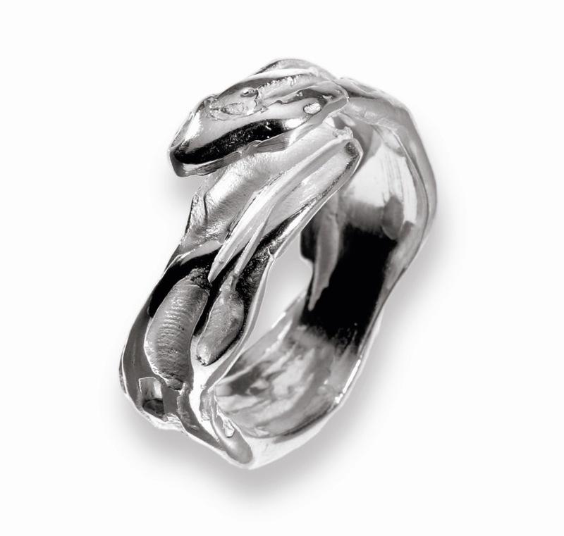 Anillo en plata, de la colección Fragmentos. Medida contorno dedo del nº19 al nº 25. FP A07-P Fili Plaza