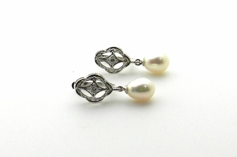 Pendientes de oro blanco y perlas
