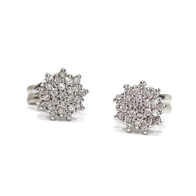 Pendientes de diamantes de 0.20cts y oro blanco de 18k con forma de rosetón. Cierre presión. 0.70cm  Never say never