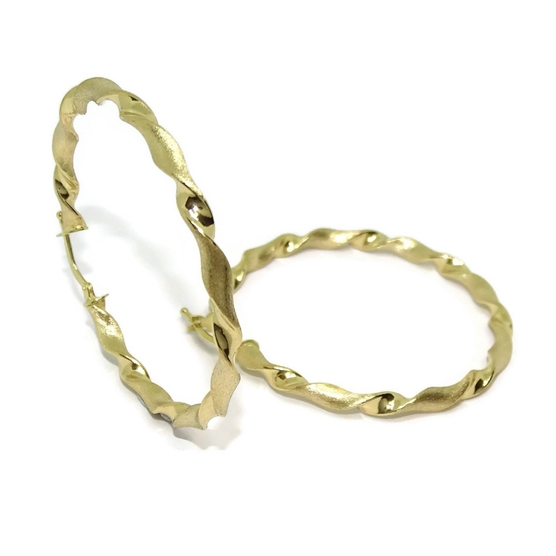 Pendientes aros de oro amarillo de 18Ktes enroscados cierre fácil click. Never say Never