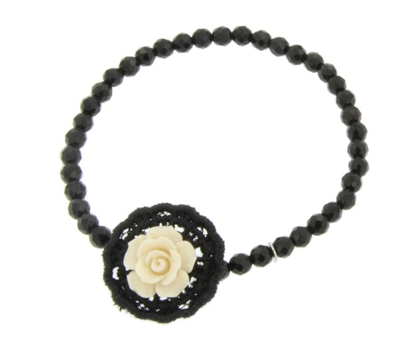 Pulsera de piedras azabache y flor