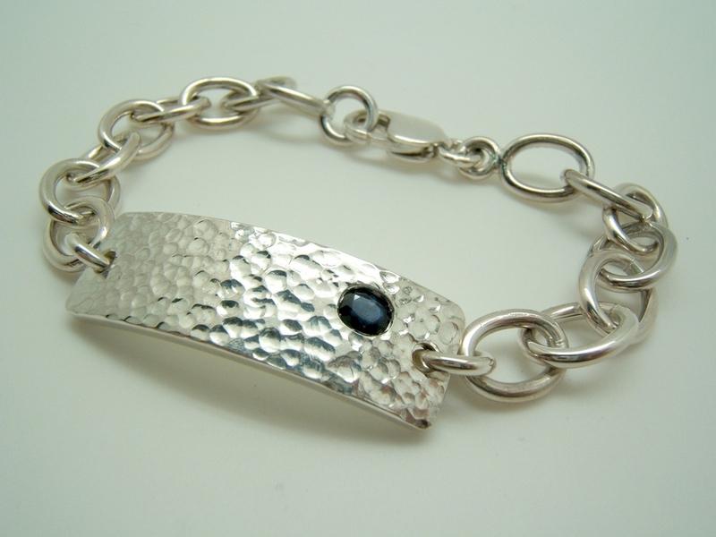 cc04946cf26d Pulsera plata con zafiro azul P-Za-oval B-79. Cargando zoom