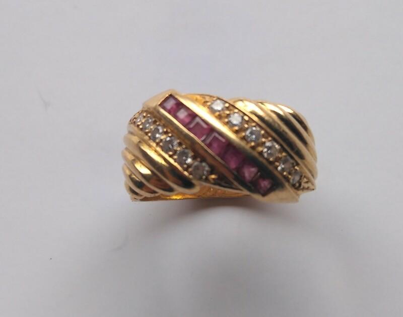 Sortija de Rubíes y Diamantes en Oro 18k