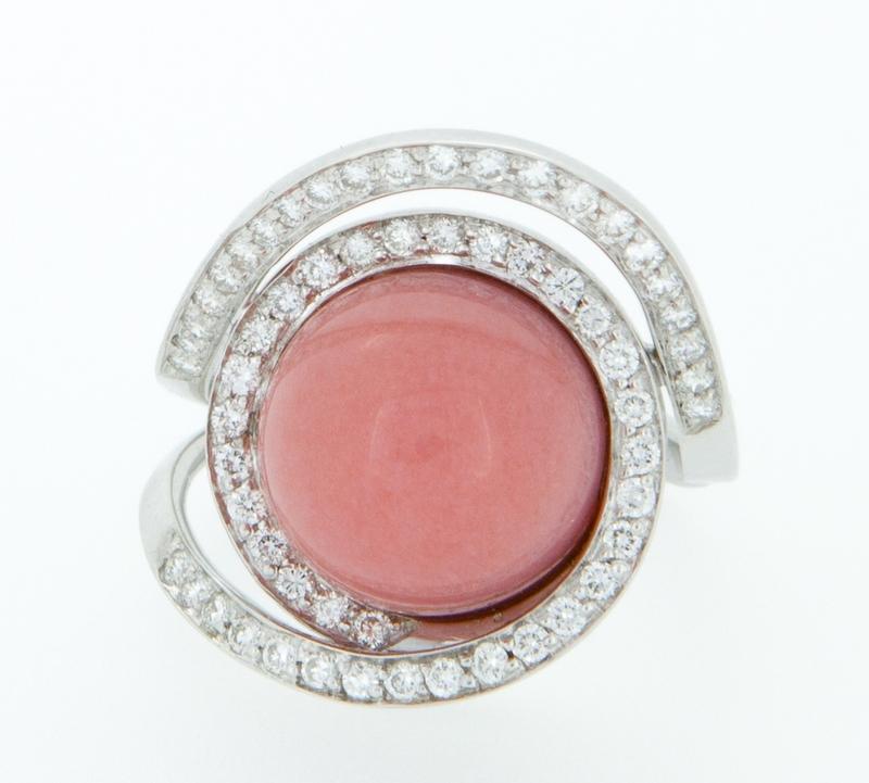 Sortija oro blanco con brillantes y ópalo rosa