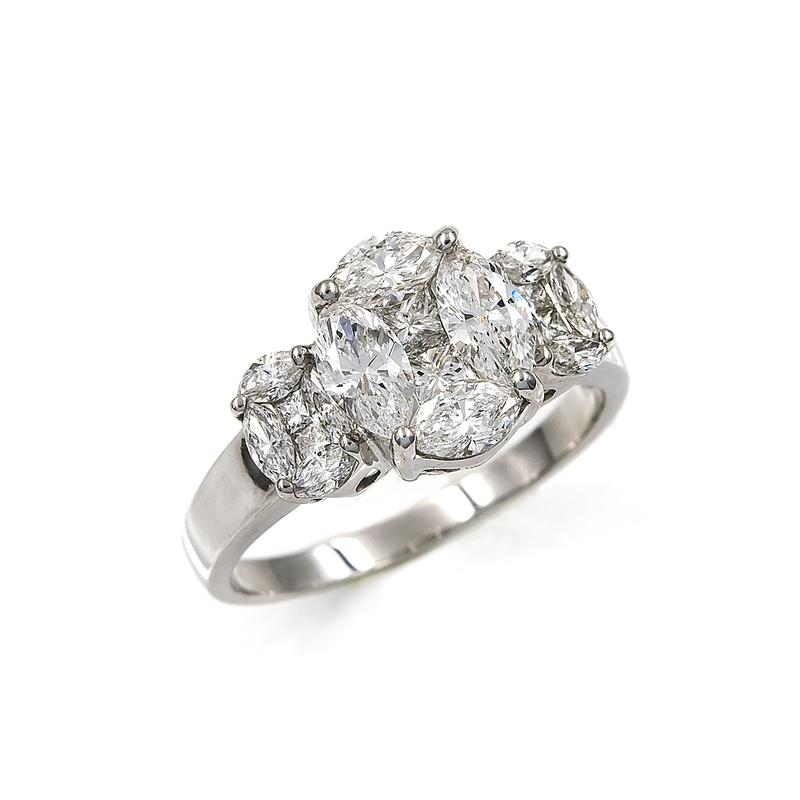 Sortija tresillo realizada en oro blanco 750 milésimas/18 kt. con Diamantes talla marquisse de 2,20 kts y talla princesa de 1 kts. (aprox) 3352/006
