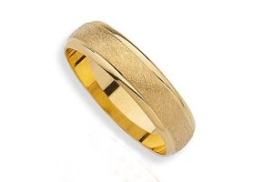 NUANCED YELLOW GOLD WEDDING RING