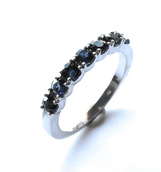 RING WITH SAPPHIRES IN WHITE GOLD 18K