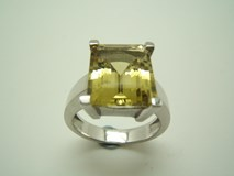 BAGUE EN QUARTZ CITRON. B-79