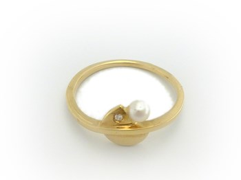 golden yellow with diamond and Pearl ring
