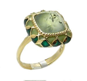 Gold ring with quartz stone