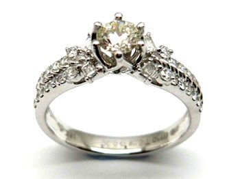 RING OF GOLD AND DIAMONDS AN121588