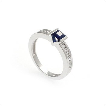 RING IN 18KT WHITE GOLD WITH 0,30 CT DIAMONDS AND 0.45 CT OF NATURAL SAPPHIRE , CRESBER