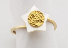 RING IN YELLOW GOLD AND STAR IN MOTHER-OF-PEARL-GOLD AND NACAR