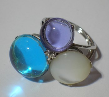Ring white, bright gold and stones
