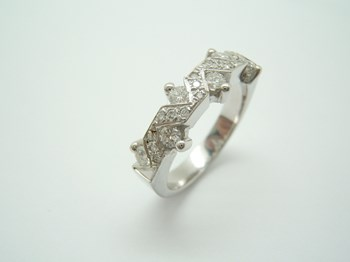 BAGUE EN OR BLANC ET DIAMANTS-217 B-79 A-217