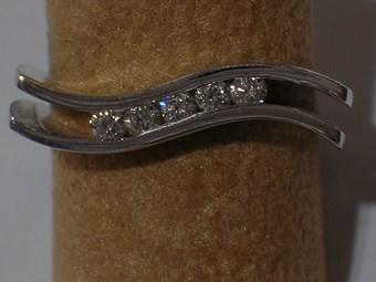 anillo-oro-blanco-y-brillantes-a301.jpg.ashx maxwidth 340 maxheight 340 3bdbb74ad0b